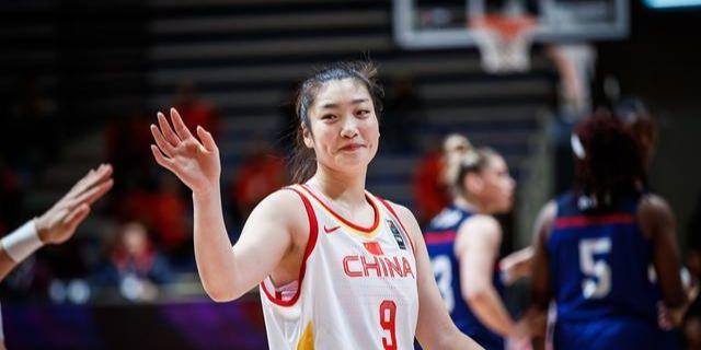 有球迷称能追求到辽宁籍球员李梦是胡明轩的福分,你怎么看?