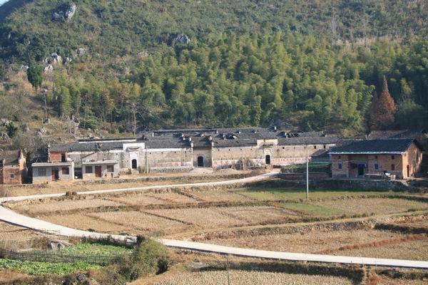 湖北藏在深山的豪宅,主人靠茶麻起家,坐拥百间房屋一生孕育6子