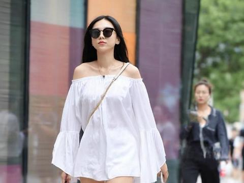 款式搭配以白色为基调,清新简洁,轻盈洒脱之美