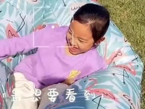 李小璐带女儿外出野餐,和甜馨穿母女装,全程不见贾乃亮身影