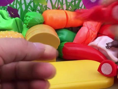 趣味食玩过家家,熊大熊二水果切切乐!