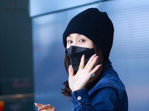 王子文背瓦力贴纸包包隔空示爱吴永恩,俩人手机不离手,难舍难分