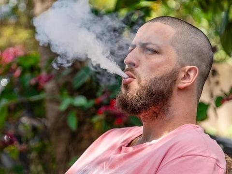 """常吸烟的人突然戒烟,身体会有哪些""""戒断反应""""?专家:注意3点"""