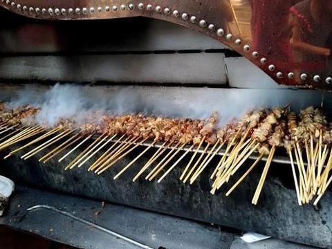 烧烤店里很容易作假的5种食材,很多人都爱吃,内行却很少会点