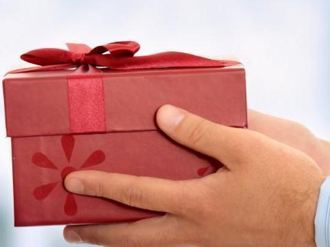 求人办事,要懂得三个送礼技巧,人际关系会越来越好!
