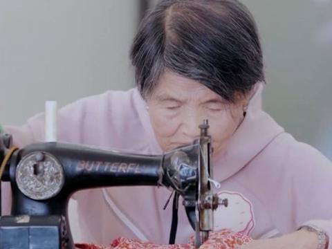 黄圣依为87岁婆婆敷面膜做脸部精华,婆婆一席话被赞太有智慧!