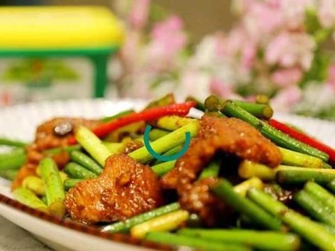 蒜苔八爪鱼、豆瓣酱炒蒜苔、蒜苔回锅肉