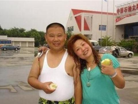 王惠生日家宴,徒弟们亲疏一目了然,网友调侃:孩子有点像岳云鹏
