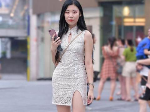 时髦的旗袍裙,显得落落大方,优雅娴静