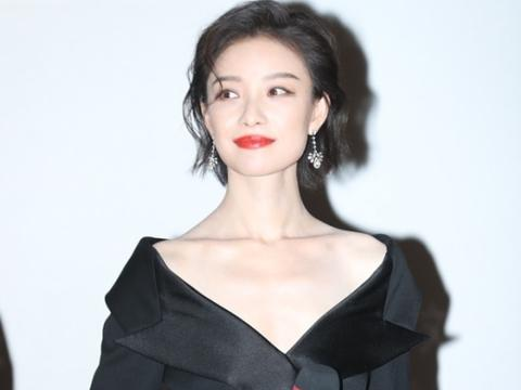 发型真的太重要了,倪妮长发清纯短发优雅,但配黑色服装都挺好看