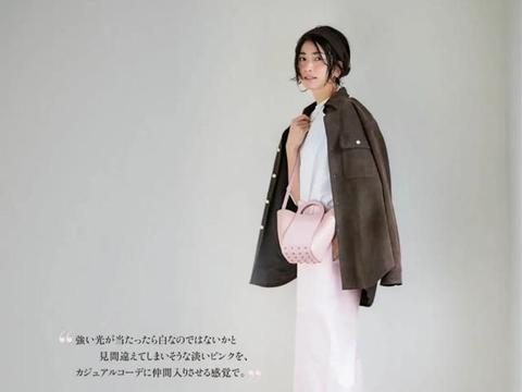 """日本主妇的淡色系穿搭,运用透明感的配色,穿搭出一身的""""惊艳"""""""