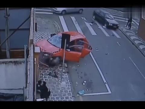 关心孩子没有错,可是却不顾撞飞了的伤者了吗