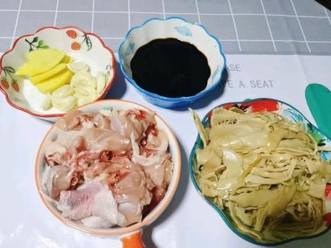 单吃鸡肉太油腻,那就搭配上一物,保证既爽口还营养