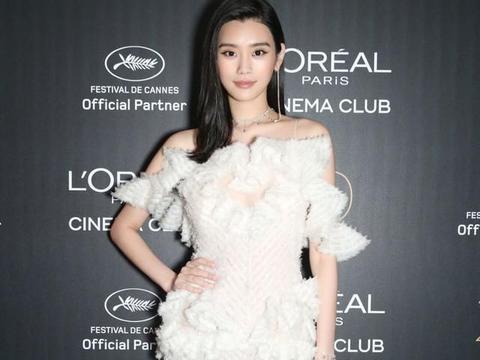 奚梦瑶虽然是豪门阔太,但平时穿的仍然很有个性,清凉又有女人味