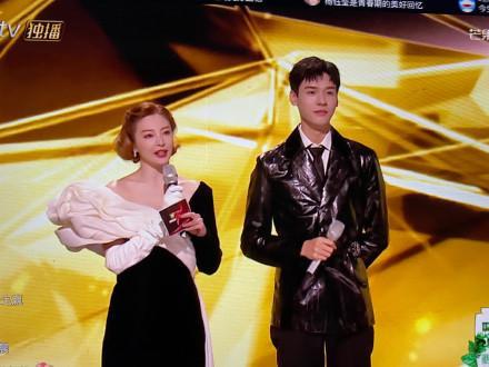 《浪姐2》成团夜男嘉宾惹争议,为何龚俊和姐姐们群舞帅上热搜?