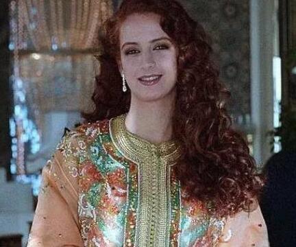 国王为了她废除了一夫多妻制,赠送大量珠宝首饰却在16年后离婚
