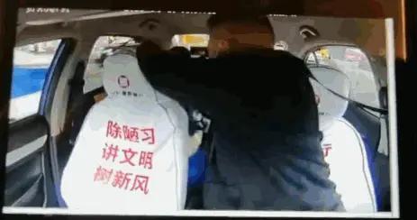 车辆行驶中,贵阳的哥被乘客暴打,驾驶员:差点车毁人亡