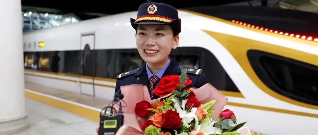 """新时代·铁路榜样丨张敬钰:逆行3300公里,如一道""""不灭之光"""""""