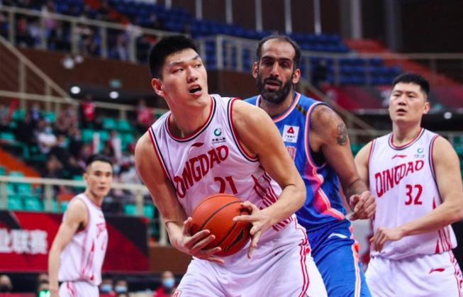 中国男篮2米25巨人爆发,20+10平姚明易建联纪录,广东6换1成功了