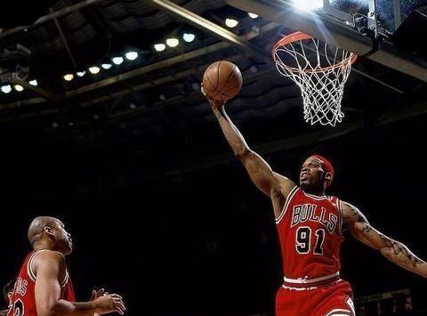 单场30个篮板有多难?近21年仅有4人做到,乐福31个排第一