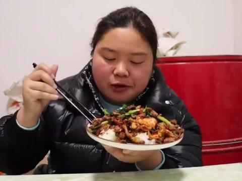 像吃烤肉一样的回锅肉,配上酱大头菜,吃的真开心