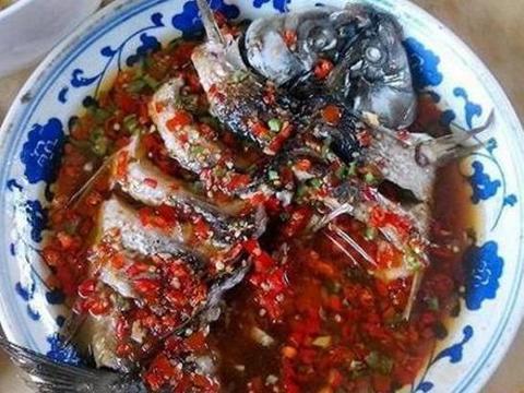 美食优选:蒜香辣炒虾、鱼香金针菇、干锅柴火香干、剁椒蒸鲤鱼