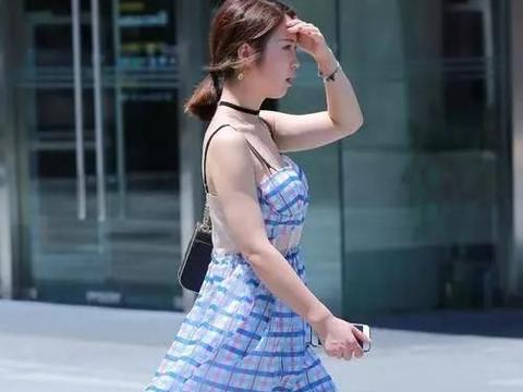 高跟鞋搭配蛋糕裙,优雅清新又时尚,非常的时尚耐看