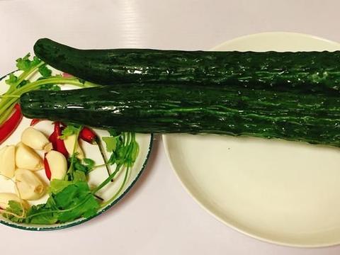 简单的腌黄瓜,不是谁都能做好的,其中的诀窍一点就透