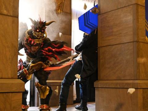假面骑士:兹欧斯进化觉醒,两大基地的骑士混战,大剑领盒饭下线
