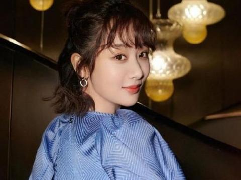 杨紫公主造型很受欢迎,网民拍了没有美颜照片,真正体型是怎样?