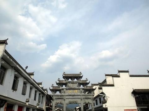 江西有一古村落,至今仍藏着众多徽派古建筑,距黄山不足100公里