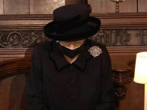 """菲利普葬礼细节,威廉哈里破冰再现""""三人行"""",宾客表情成亮点"""