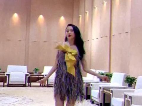 关晓彤曝后台彩排舞蹈视频,火辣画面引热议