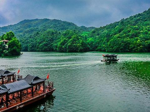 """武汉有一漂亮天池,主体以""""风景画""""为主题,大山深处自然美之旅"""