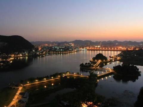 贵州有一低调小城,第一印象就是风景秀美,瀑布景观尤为出众