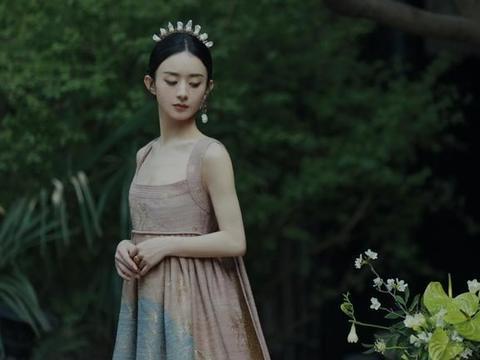 赵丽颖登上时尚芭莎杂志,画风不一样,又美又飒!