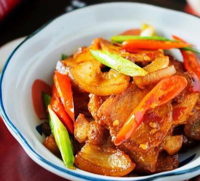 经典川菜回锅肉-香辣甜美,唇齿留香
