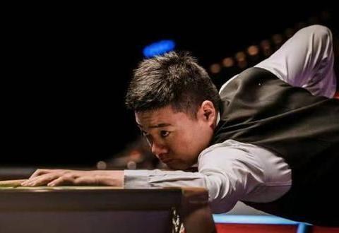 本届世锦赛个人首个单杆破百!丁俊晖陷苦战,5-4领先前世界冠军