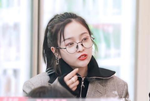 吴宣仪的演艺事业中透露着文艺青年的时代气息