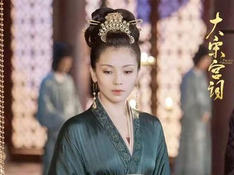 """刘涛新剧""""鸳鸯浴""""片段惹争议,身材比周渝民强壮,刘涛霸气回应"""