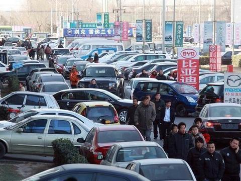 低保户有车,应不应该取消他的低保资格呢?为何很多人意见不同呢