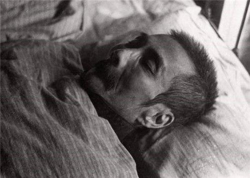 1936年鲁迅去世,好友取下20根胡须粘在石膏像上,现成一级文物