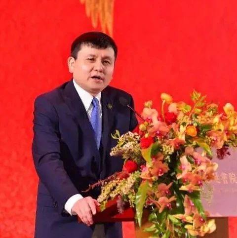 张文宏深圳谈新冠:面对疫情,要更开放、包容和谦卑