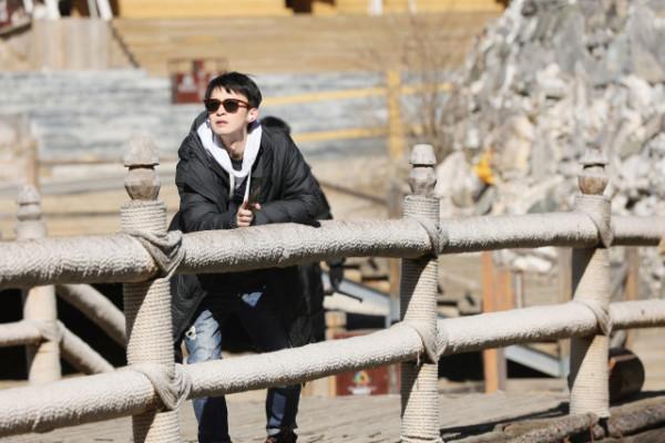 董子健《恰好是少年》现实生活中的游吟诗人_娱乐频道_中国青年网