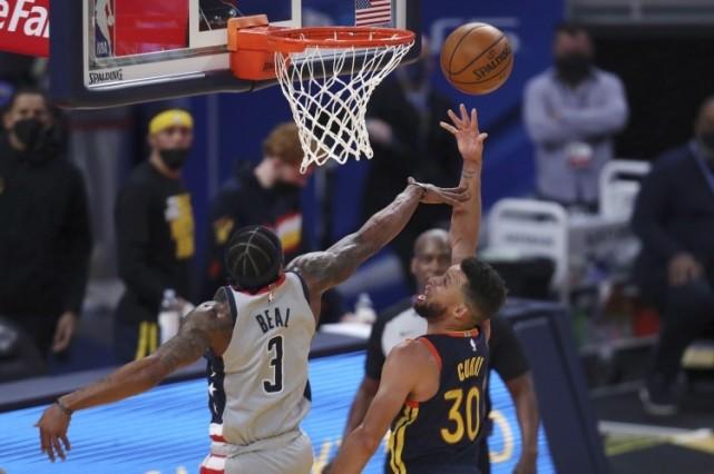 就在今天,NBA得分王+助攻王换人!库里疯狂爆发,威少不讲理