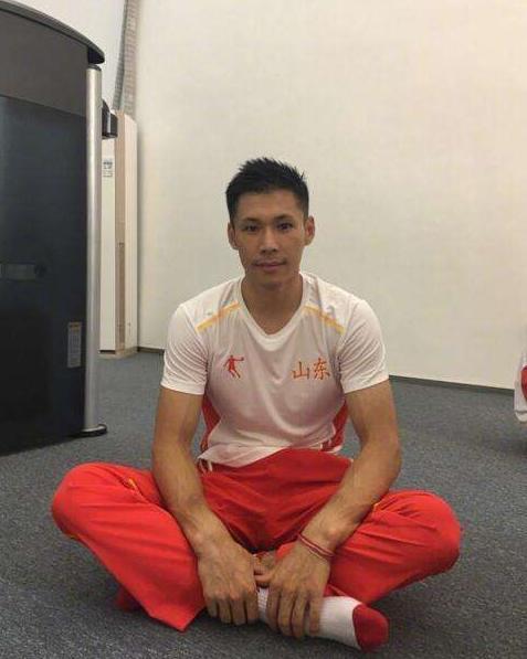 中国体坛最美爱情故事,白富美倒追体操冠军三年,如今抱得美男归