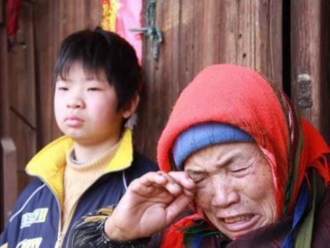 大学生支教遭嫌弃,乡村教师含泪请求:别来乡下镀金了,放过孩子