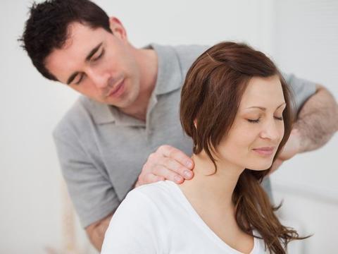得了颈椎病只是脖子酸痛?小心耳鸣、高血压找上你,还是早预防好