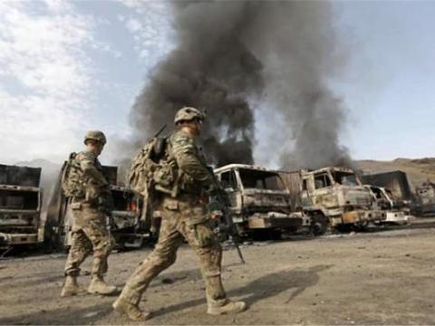 中东武装打响报复行动,2枚火箭弹击中美军基地,警告尽快撤离