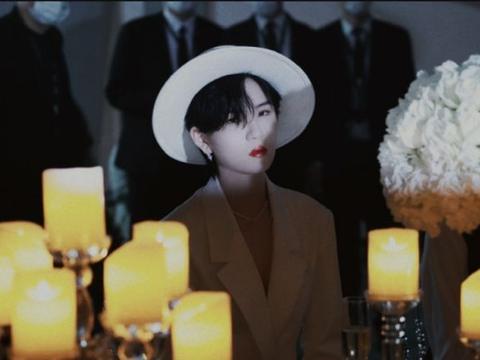 陆柯燃参加宴会被拍,身穿白色西服犹如小王子,生图却暴露了颜值